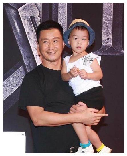 陈赫女儿陈天霸,郑钧的儿子郑幸福,都不及她儿子名字来的厉害