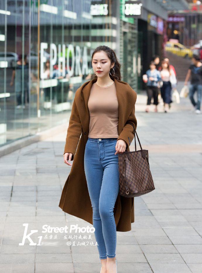 街拍北京:六款适合秋季休闲娱乐的穿搭,展示出时尚的美!
