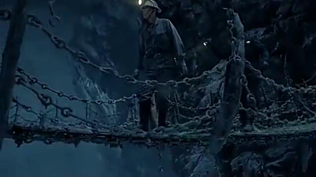 这就是传中的奈何桥,就连人走过去都会尸骨无存,真可怕