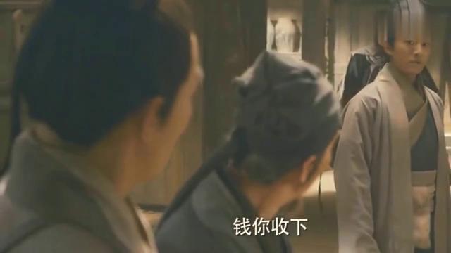 剧组不给范晓萱管饭吗都开始偷吃了!