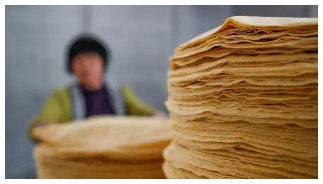 给临沂人一张煎饼,他们可卷起全世界,这十几种的卷法你都吃过吗