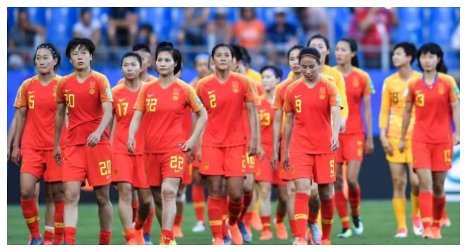 中国女足球员最新待遇曝光!一天才球员被禁赛一年,因迟到涂口红