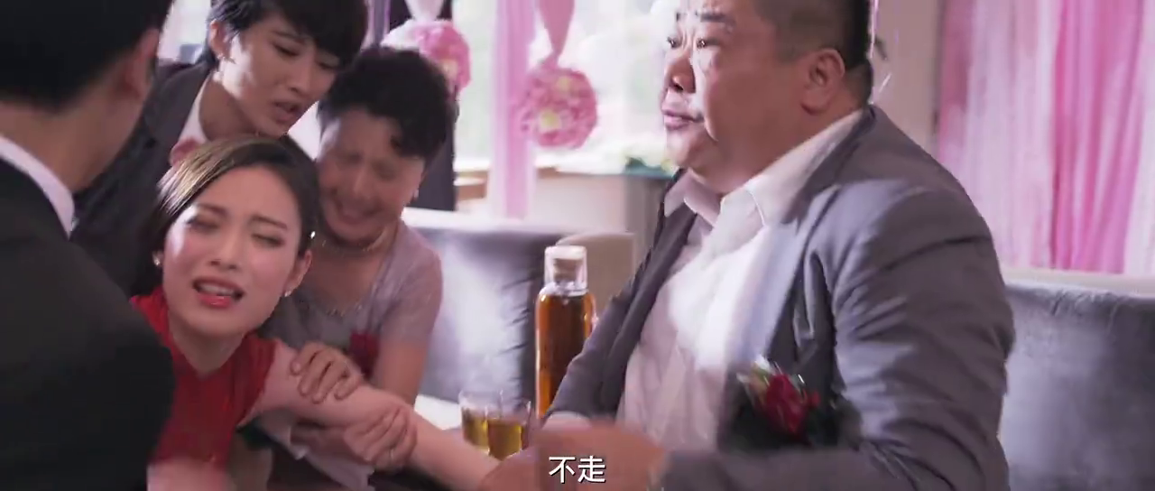 何炅为两位新人同时举办婚礼,他跑前跑后焦头烂额