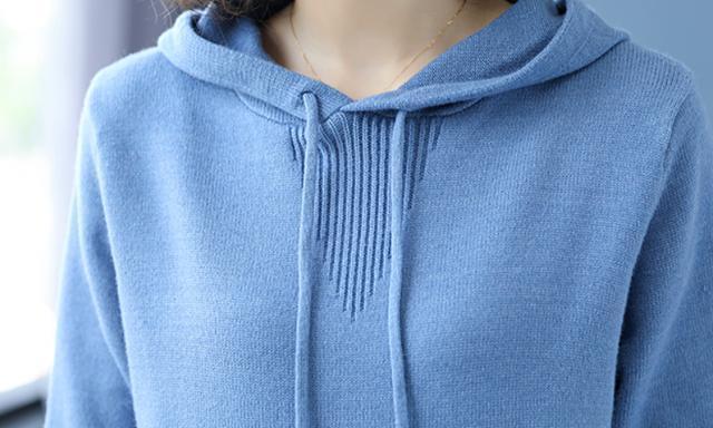 """三月踏青!真得拿下这""""冻龄""""连帽衫,比毛衣显嫩,衬的高雅迷人"""
