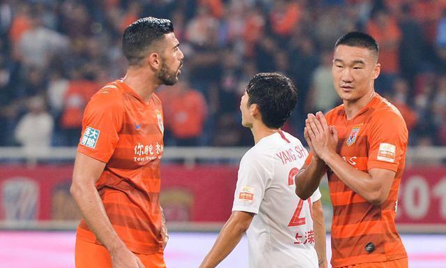 鲁能和上港比赛刘军帅的手球没被判点,是报应还是主场哨?都不是