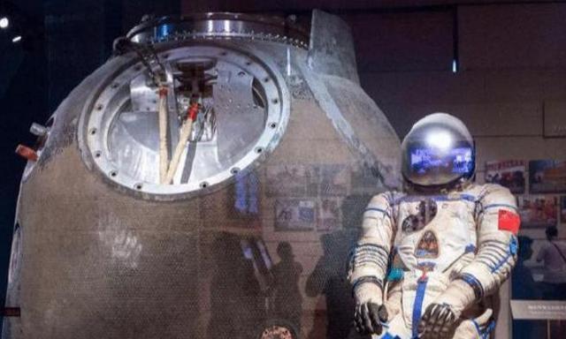 航天员落地后,为何每次露面都坐在椅子上?后果或许没人承担得起