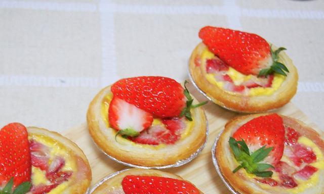 无奶油草莓蛋挞,颜值棒棒的