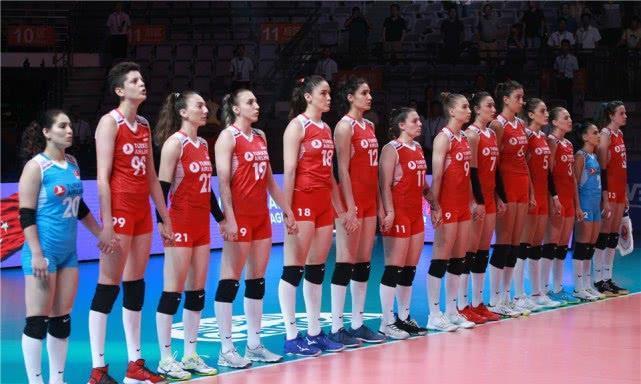 一场3比0让中国女排握主动权!明晚胜意大利就进半决赛,3比2也行