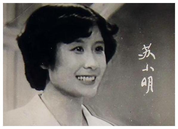"""62岁苏小明,曾以一首""""军港之夜""""成名,如今和法国丈夫低调幸福"""