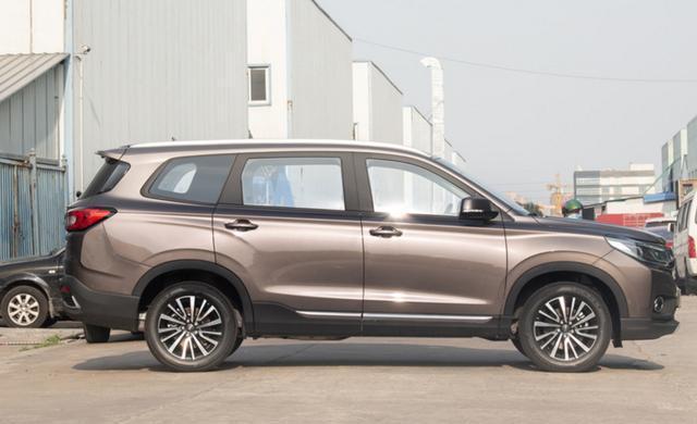 还有一中型SUV,轴距近2米8,合资品质带2+2+3座布局