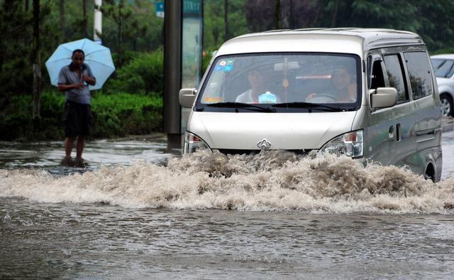 汽车如何涉水才能避免损失?