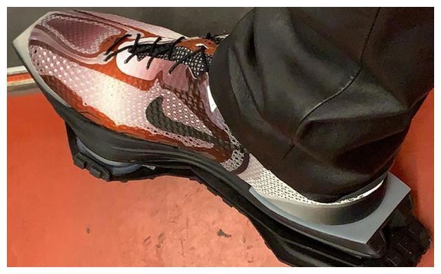 主理人上脚!这双新配色 MMW x Nike Zoom 4 联名是你的菜吗?