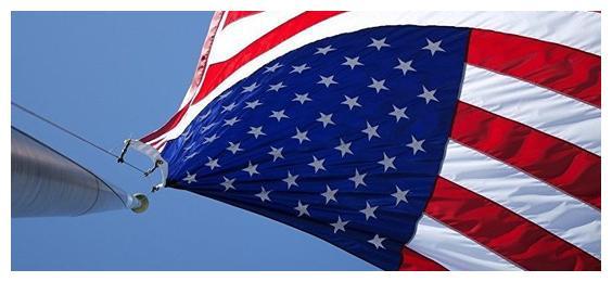 伊朗发出全面战争警告,美国却不接招,自称要保持克制不会动手