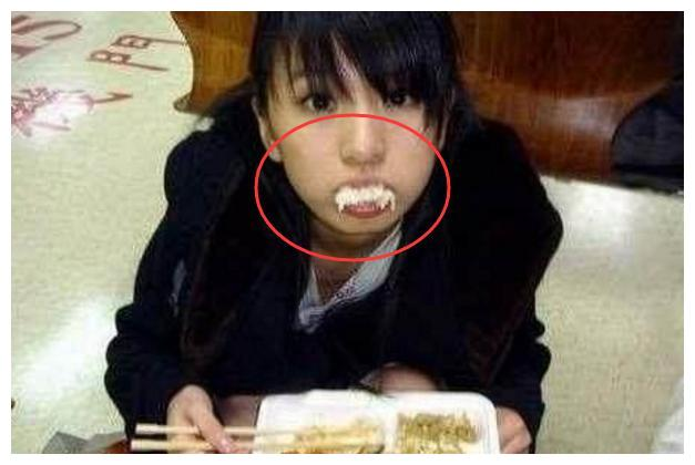 田馥甄把嘴塞满,刘德华舔手指,杨颖抢着吃,都抵不过她的大碗!