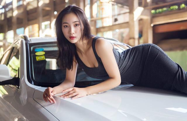 哈弗H2遇上性感连衣裙,彻底忽略了车子!打几分?