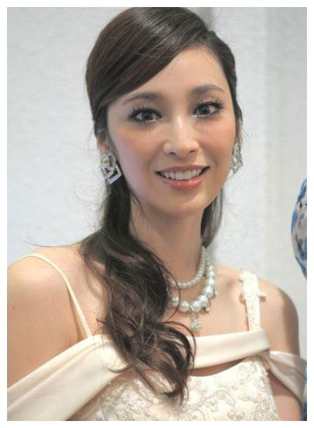 想嫁入豪门没那么简单,这就是吴佩慈和徐子珊的差别
