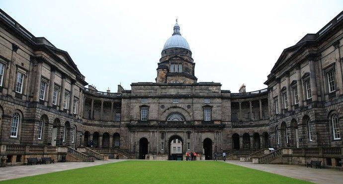 爱丁堡大学位于英国苏格兰的首府,是成立于1583年的世界顶级学府