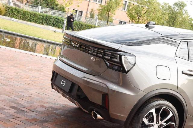 领克彻底走偏了,全新SUV实车亮相,尾灯这么丑,20万谁买它
