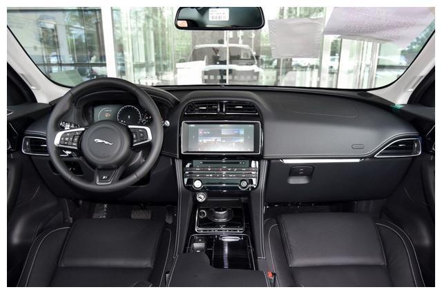 捷豹首款SUV太无奈,全时四驱+8AT+官降,销量实在让人尴尬!