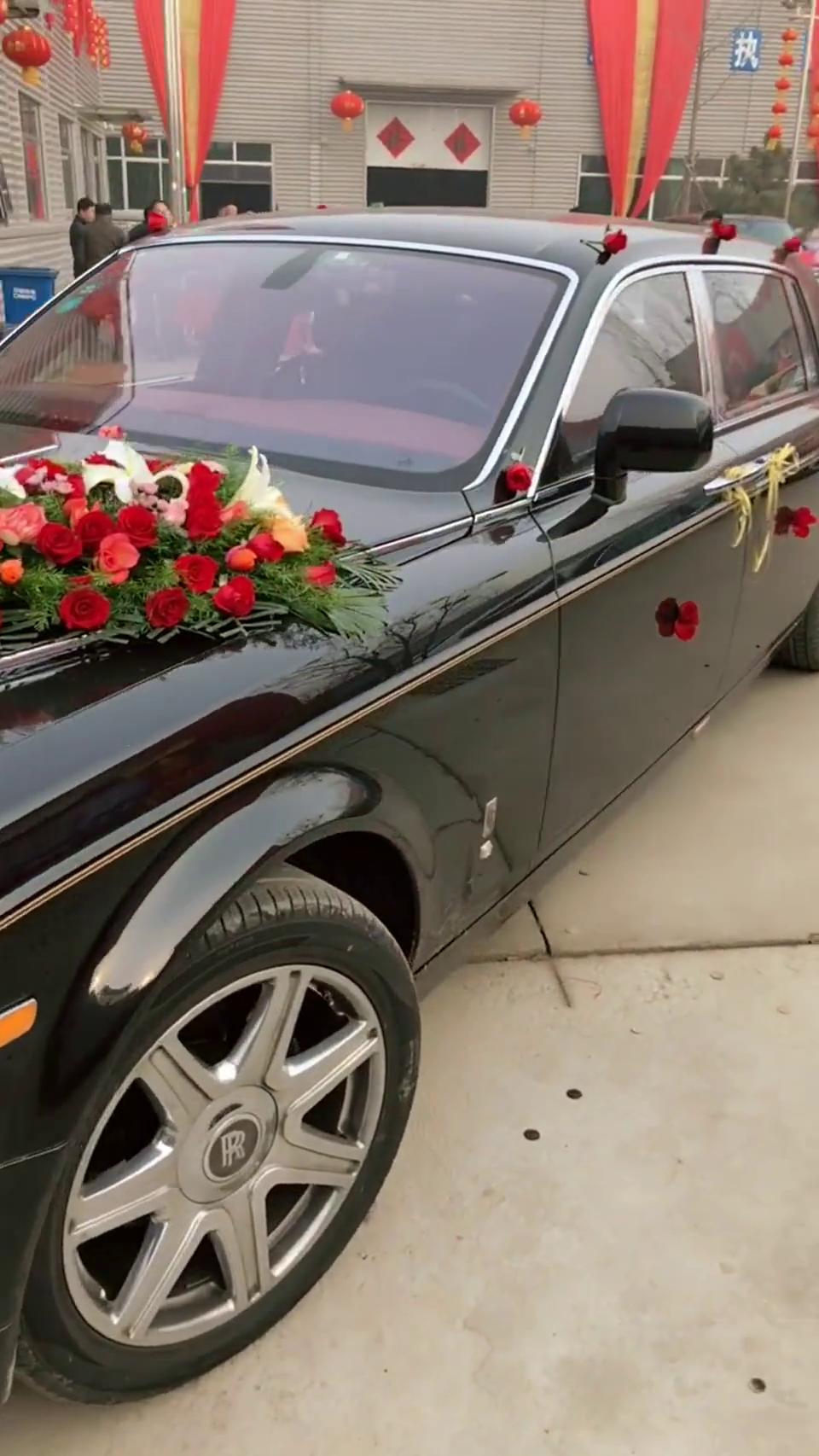 村长家娶媳妇劳斯莱斯幻影做婚车太有排面了