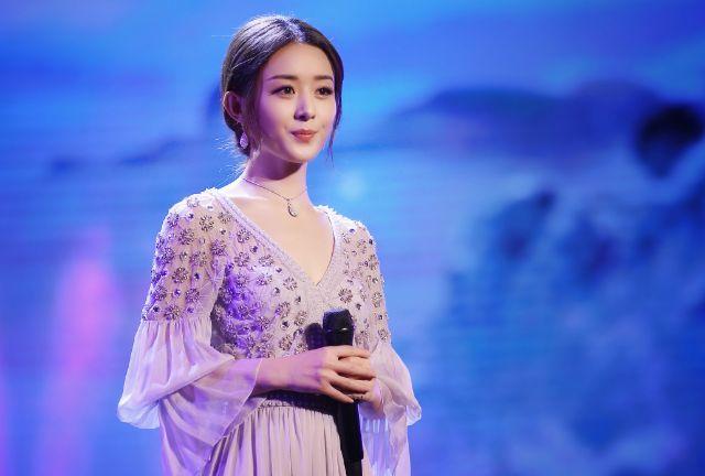 有一种裙子叫赵丽颖的裙子,网友:正常人一件都穿不了!