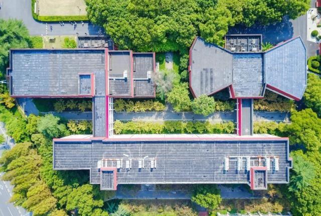 航拍上海财经大学,建筑很有特色
