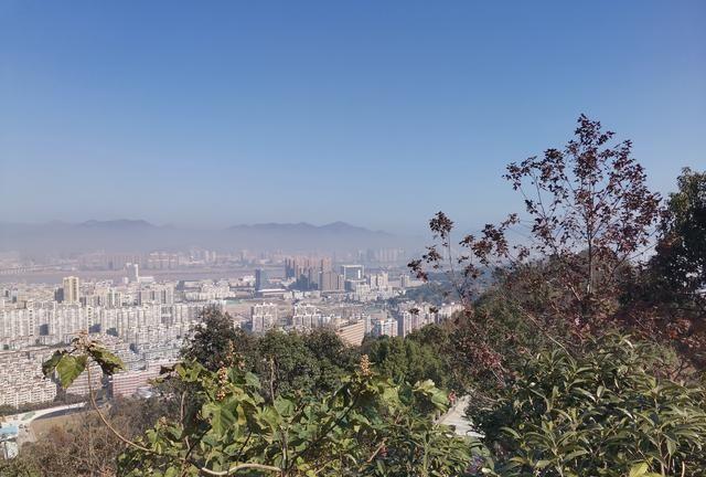 登温州巨子峰山顶,一览无余好风景,城市风貌尽收眼底