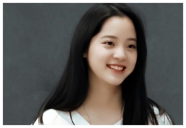 欧阳娜娜过19岁生日,自曝想淡出娱乐圈改行当时尚编辑
