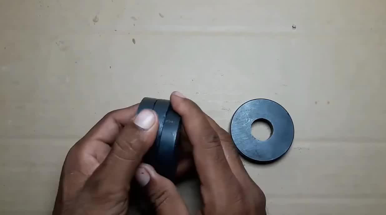 这是永动机用四个磁铁作主体制成的小玩具铁球停不下来