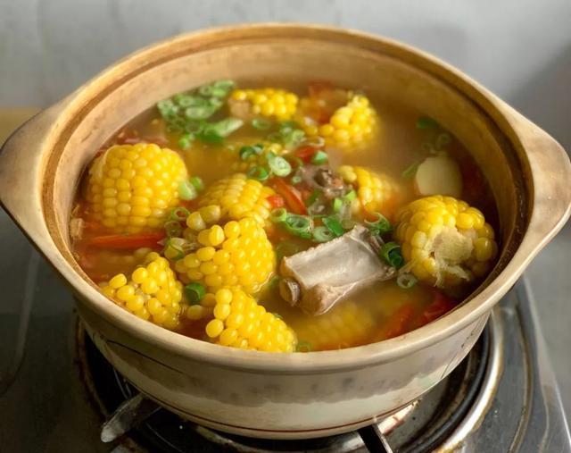 「美食制作」销魂玉米排骨汤