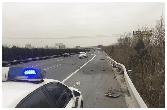 标致308高速120km/h撞上护栏车主:这安全性没让我失望