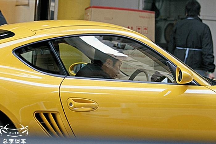 香港武打演员,被称为断水流大师兄,一辆跑车开十几年,呵护有加