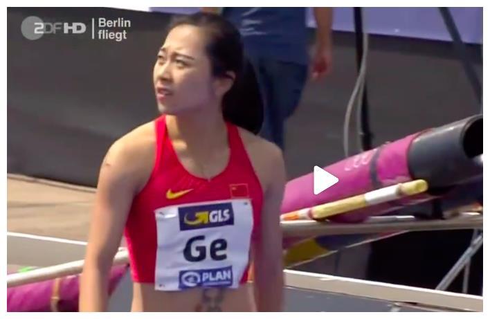 中国短跑女神跑出亚洲100米最佳成绩,这次她没遮挡肚皮纹身