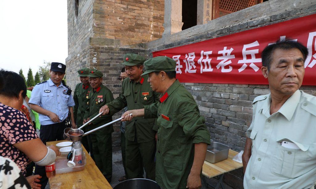 老兵志愿服务队免费供应绿豆汤 感动数万群众