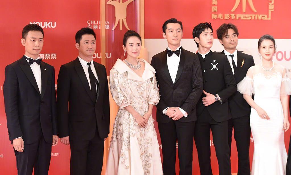 上海电影节红毯,关晓彤美如仙女,鹿晗身穿刺绣西服秒变小少爷!