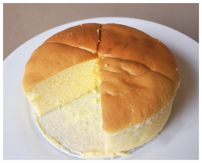 教你酸奶蛋糕的做法,3个鸡蛋,一碗酸奶,做出来的蛋糕松软可口