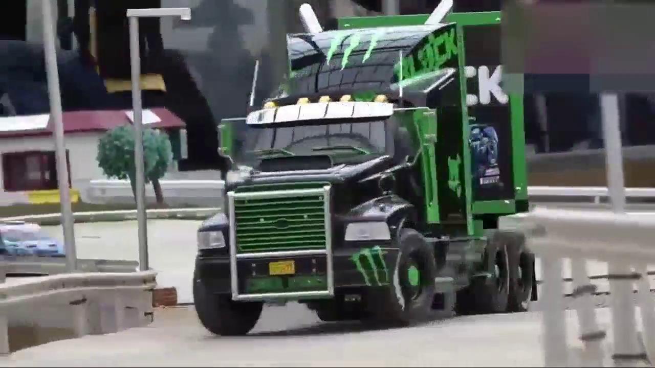 视频:鬼爪福特嘉年华RC拉力赛车和运输卡车,仿真度真高