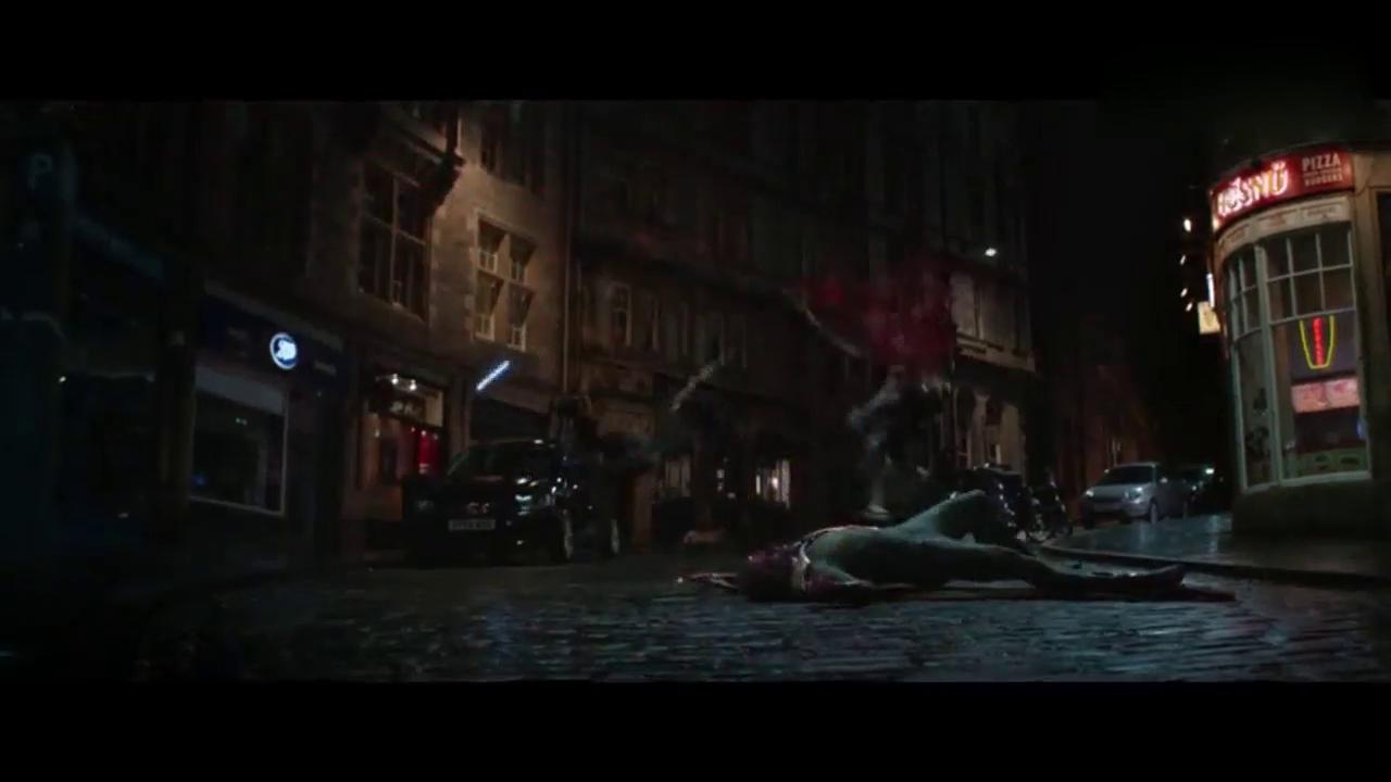 不愧是绯红女巫,一招就打飞了灭霸大将暗夜比邻星和亡刃将军