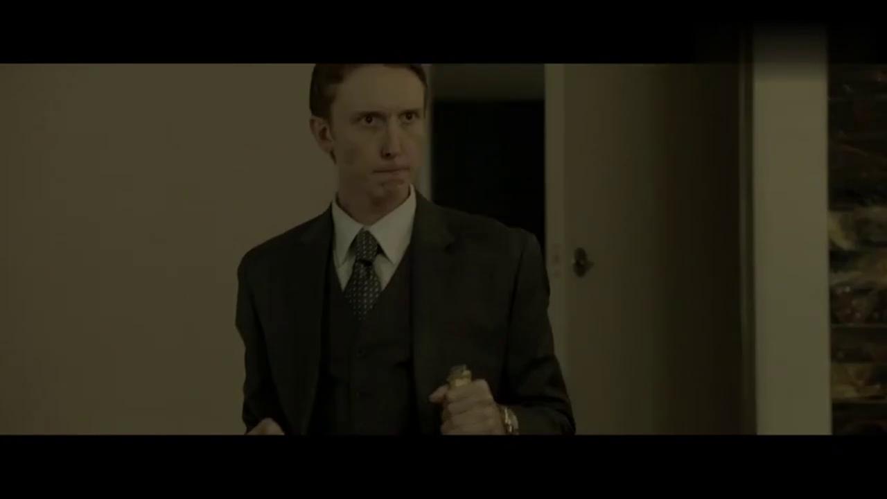 男子进入房间发现两个陌生人 下一秒就惨了
