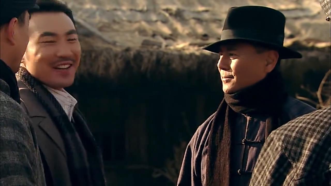 唐烨带着老舅和姚玉成去见左叔,左书去绸铺接头