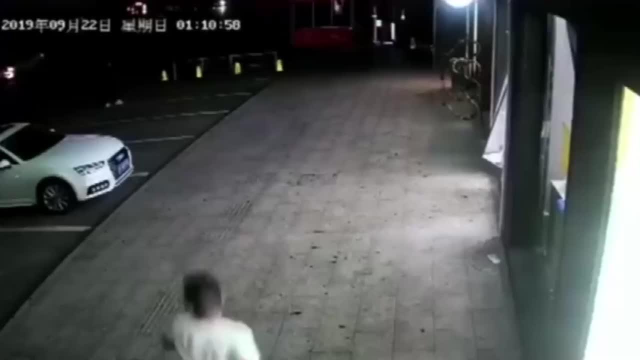 """男子酒后恶作剧,奥迪车上""""蹦迪""""监控拍下全过程!"""