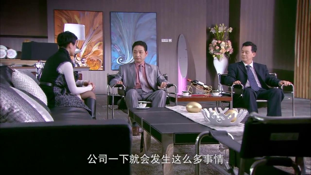 富家女找两位大股东谈话,希望他们帮自己,却被女下属偷听
