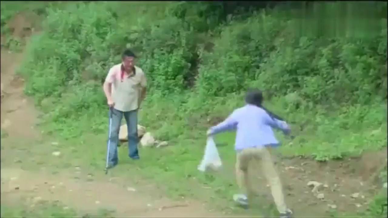 儿子被拐,夫妻山沟里找孩子,被村民当成人贩子。