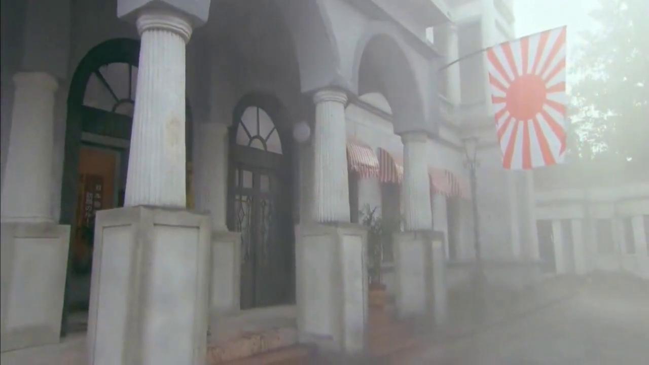 鬼子军官趁着外面下雨,出来透透气,谁料被藏匿的女特工连射三箭