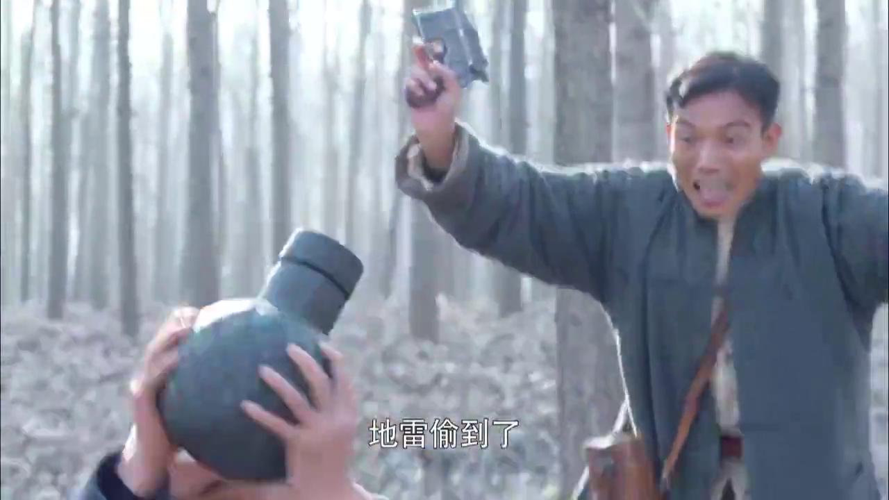 鬼子太君与汉奸偷新型地雷,怎料下一秒炸开花,这场面太精彩了