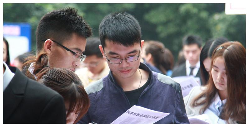 """最适合""""文科生""""报考的4个专业,毕业就进国企,月薪高待遇好!"""