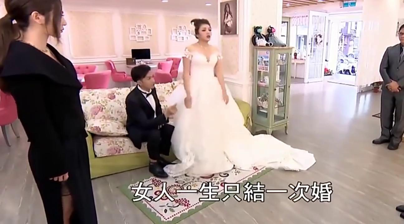 刁蛮新娘试婚纱很不满意,经过面试女几手改造,惊艳了众人,好美