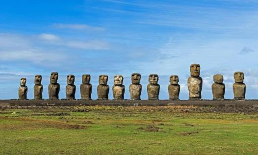 世界最神秘的岛屿:方圆2000公里荒无人烟,却出现上千座巨人石像