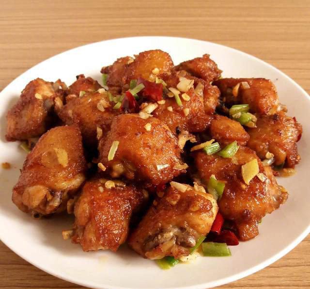 【椒盐鸡中翅】做法简单,浓浓的椒盐味,佐酒又下饭的家庭美食!