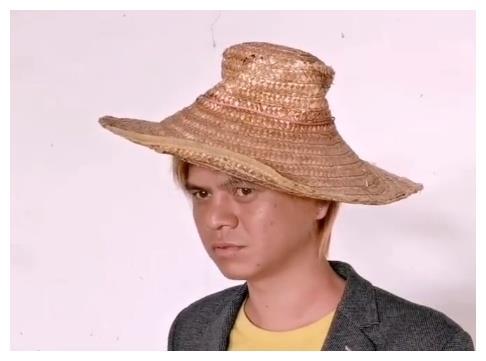 """""""南宁罗志祥""""疑出道当网红 换发型穿西装录制视频"""